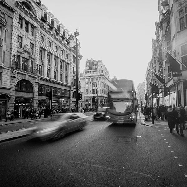 iPapers.co-Apple-iPhone-iPad-Macbook-iMac-wallpaper-mu61-london-city-street-people-winter-dark-wallpaper