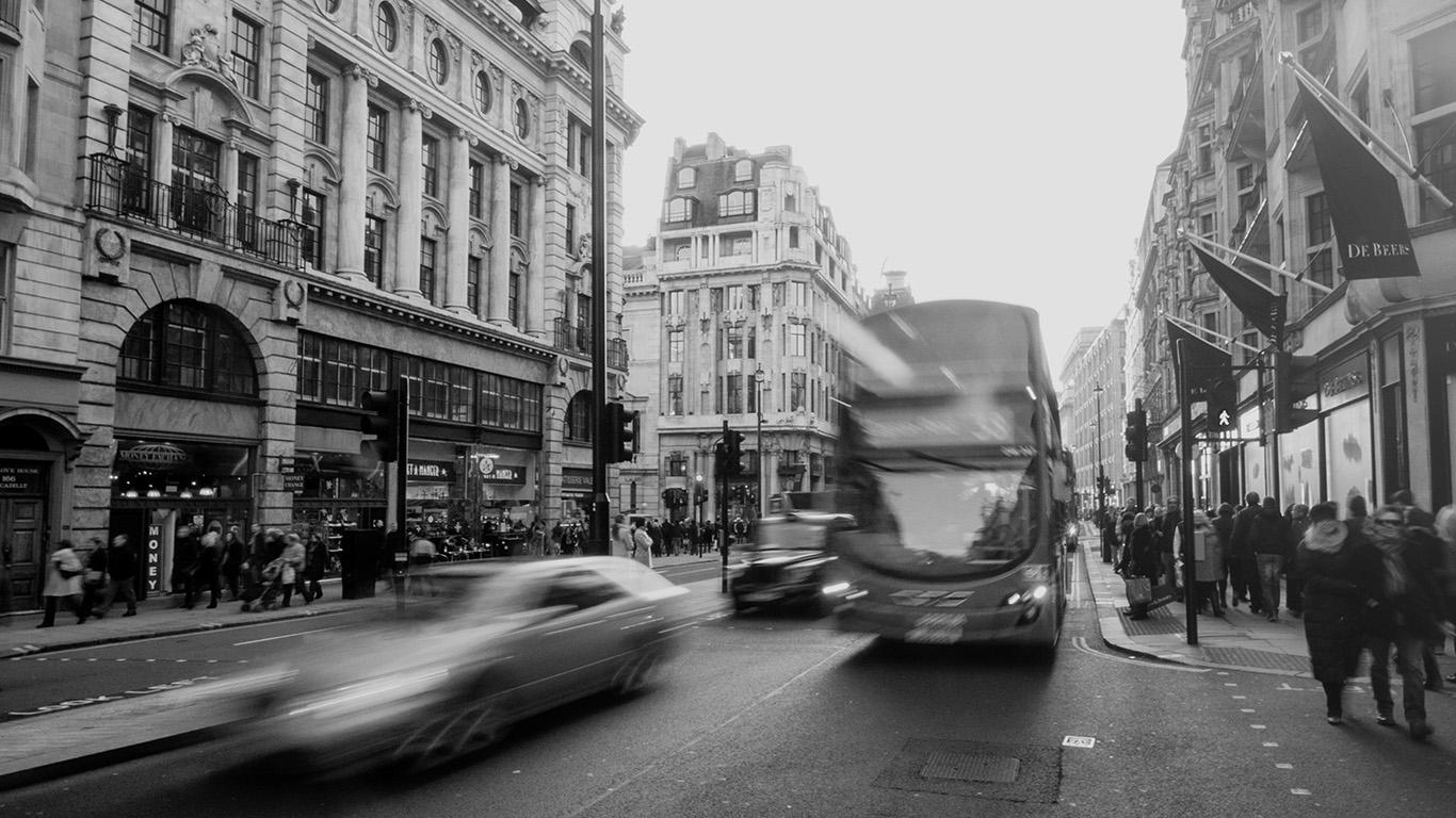 desktop-wallpaper-laptop-mac-macbook-air-mu61-london-city-street-people-winter-dark-wallpaper