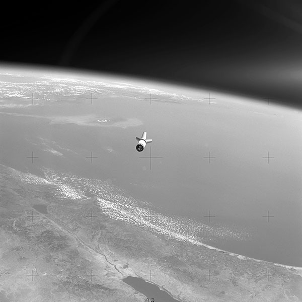 iPapers.co-Apple-iPhone-iPad-Macbook-iMac-wallpaper-mu64-earthview-space-satelite-nature-dark-bw-wallpaper