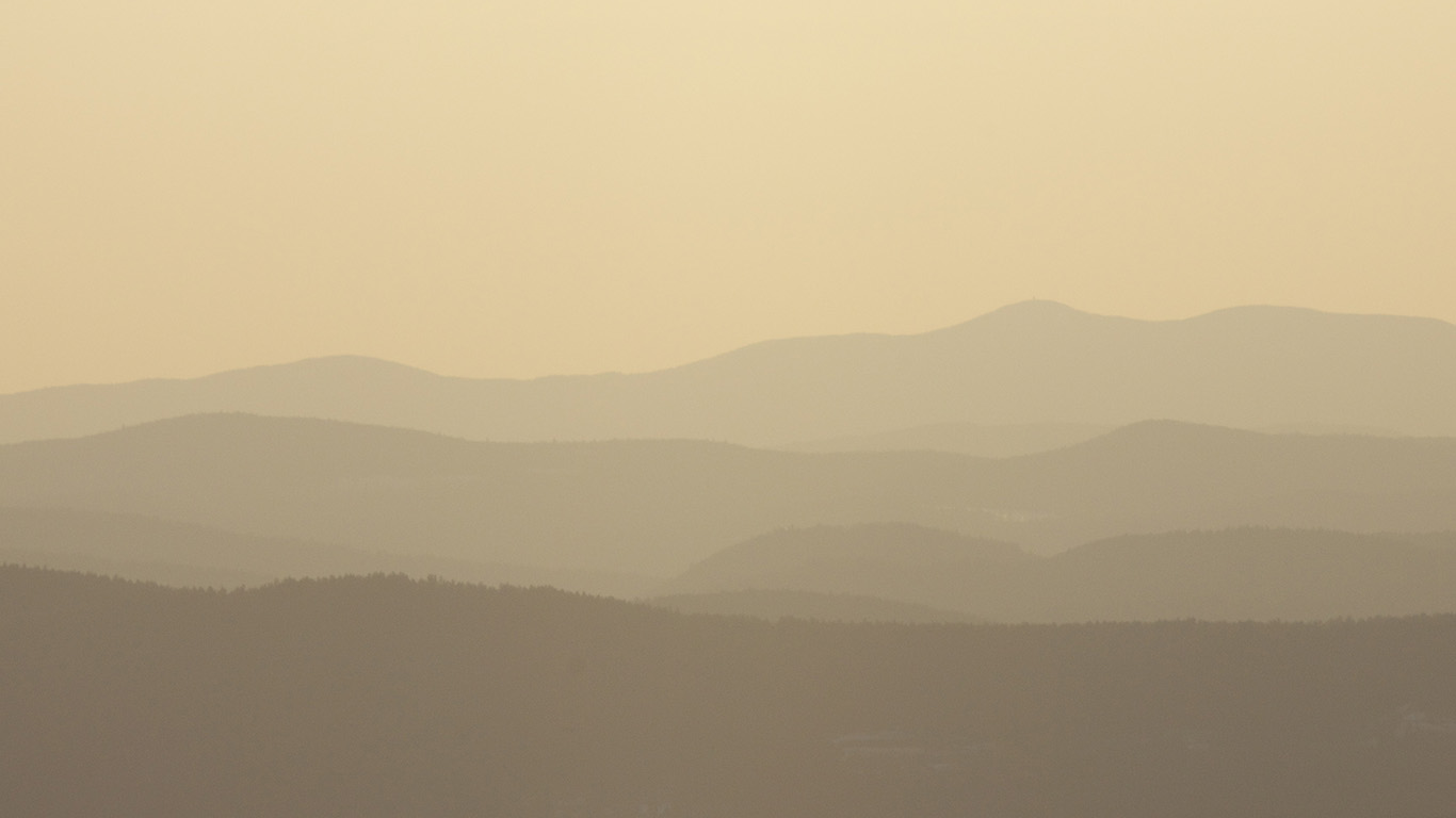 desktop-wallpaper-laptop-mac-macbook-airmu84-mountain-silhouette-yellow-morning-nature-wallpaper