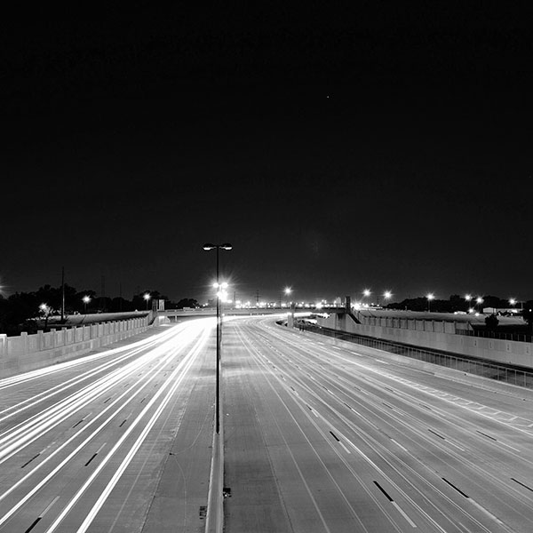 iPapers.co-Apple-iPhone-iPad-Macbook-iMac-wallpaper-mv61-road-street-city-night-car-lights-dark-bw-wallpaper