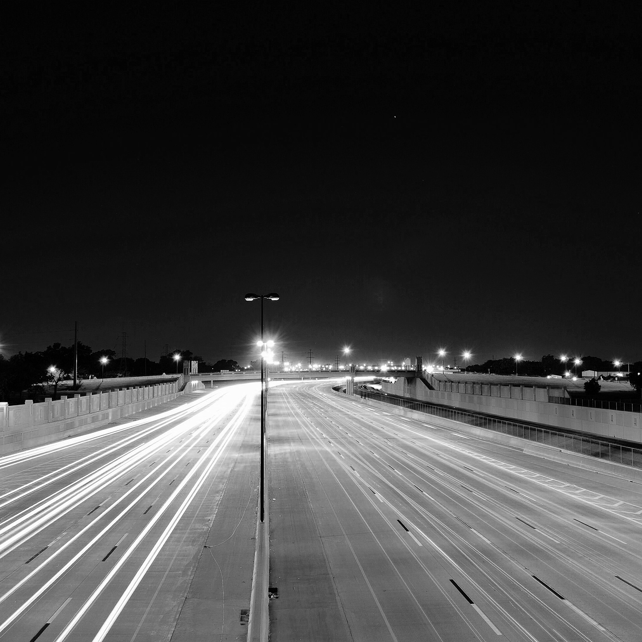Mv61-road-street-city-night-car-lights-dark-bw-wallpaper