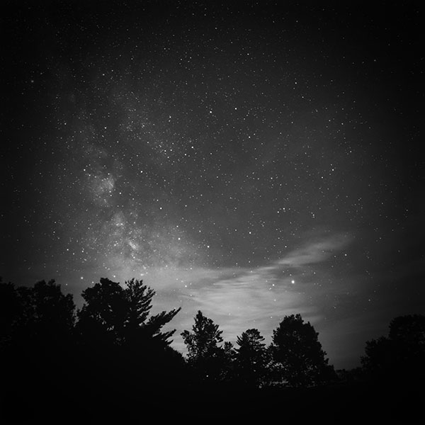 iPapers.co-Apple-iPhone-iPad-Macbook-iMac-wallpaper-mv76-sky-night-star-dark-mountain-cloud-vignette-bw-wallpaper