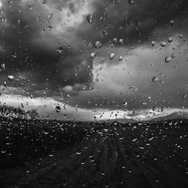 iPapers.co-Apple-iPhone-iPad-Macbook-iMac-wallpaper-mv92-rainy-window-nature-water-drop-road-dark-bw-wallpaper