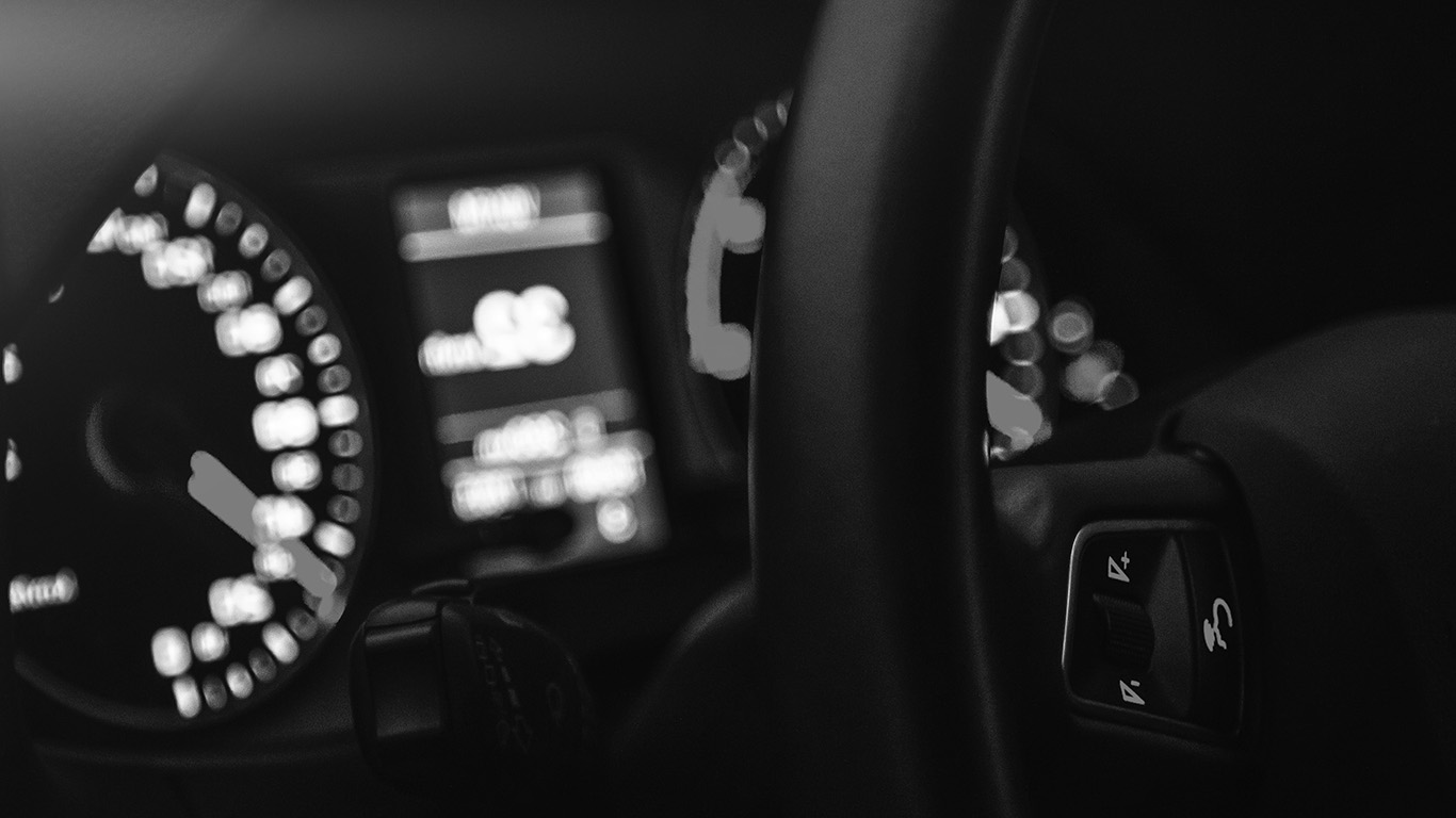 desktop-wallpaper-laptop-mac-macbook-air-mw16-car-audi-drive-interior-motor-man-dark-bw-night-wallpaper