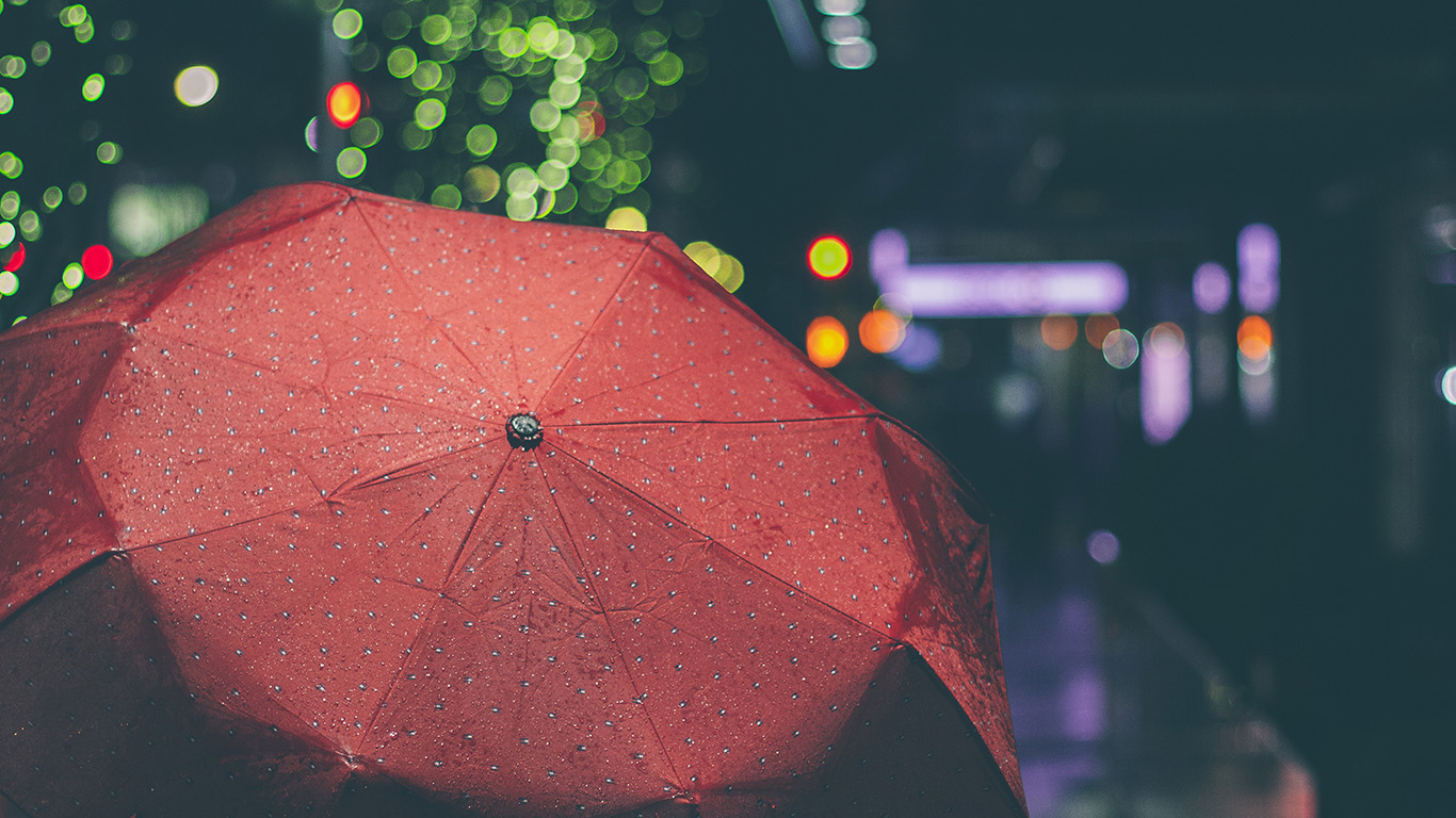 desktop-wallpaper-laptop-mac-macbook-airmw52-rainyday-umbrella-bokeh-city-night-dark-wallpaper