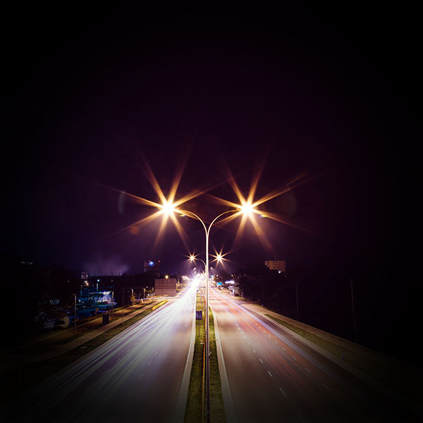 iPapers.co-Apple-iPhone-iPad-Macbook-iMac-wallpaper-mw69-night-road-exposure-dark-light-city-car-vignette-wallpaper