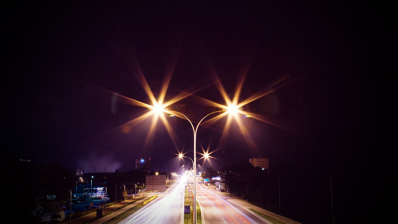desktop-wallpaper-laptop-mac-macbook-air-mw69-night-road-exposure-dark-light-city-car-vignette-wallpaper