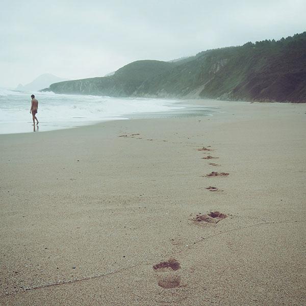 iPapers.co-Apple-iPhone-iPad-Macbook-iMac-wallpaper-mw82-naked-walk-sea-beach-nature-pure-wallpaper