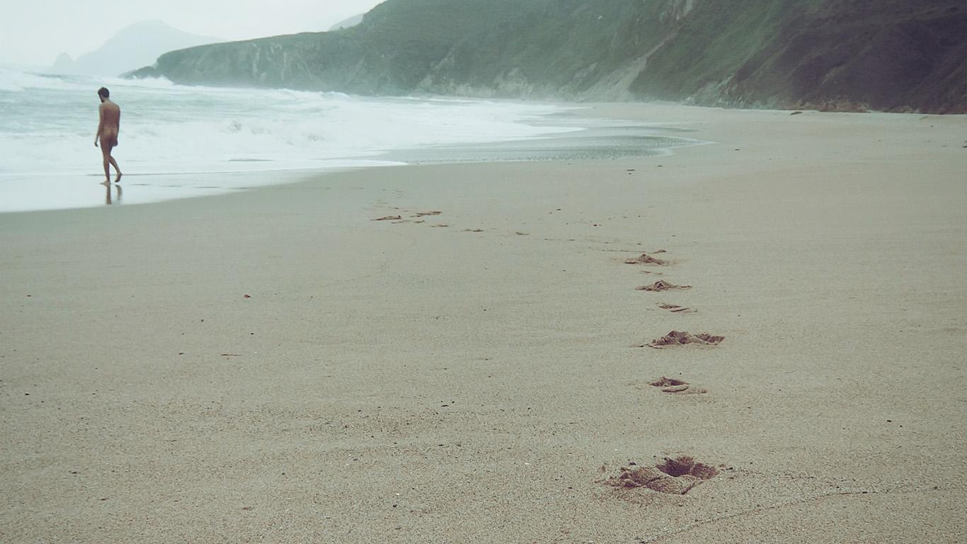 desktop-wallpaper-laptop-mac-macbook-airmw82-naked-walk-sea-beach-nature-pure-wallpaper