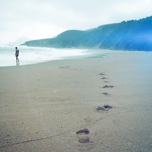 iPapers.co-Apple-iPhone-iPad-Macbook-iMac-wallpaper-mw83-naked-walk-sea-beach-nature-pure-flare-wallpaper