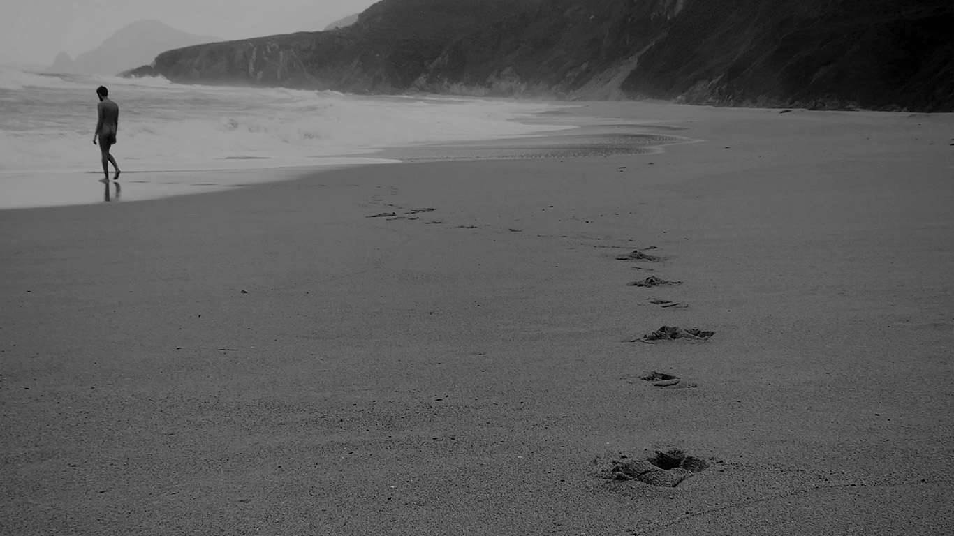 desktop-wallpaper-laptop-mac-macbook-air-mw84-naked-walk-sea-beach-nature-pure-dark-bw-wallpaper