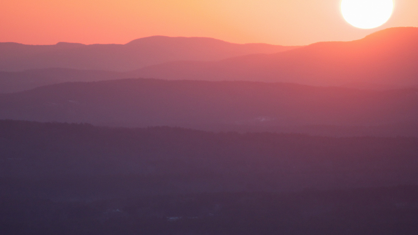 desktop-wallpaper-laptop-mac-macbook-airmw92-sunrise-soft-red-orange-yellow-morning-nature-wallpaper