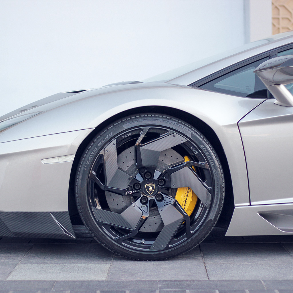 android-wallpaper-mx30-lamborghini-car-wheel-nice-city-wallpaper