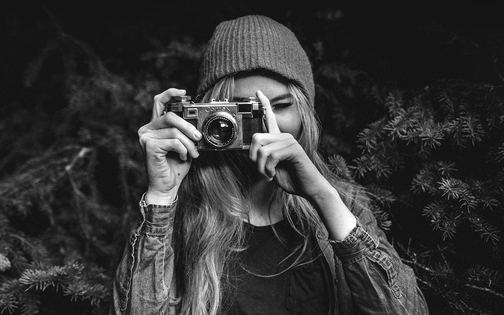 Papers Co Desktop Wallpaper Mx77 Photo Taking Girl Dark Cute Bw
