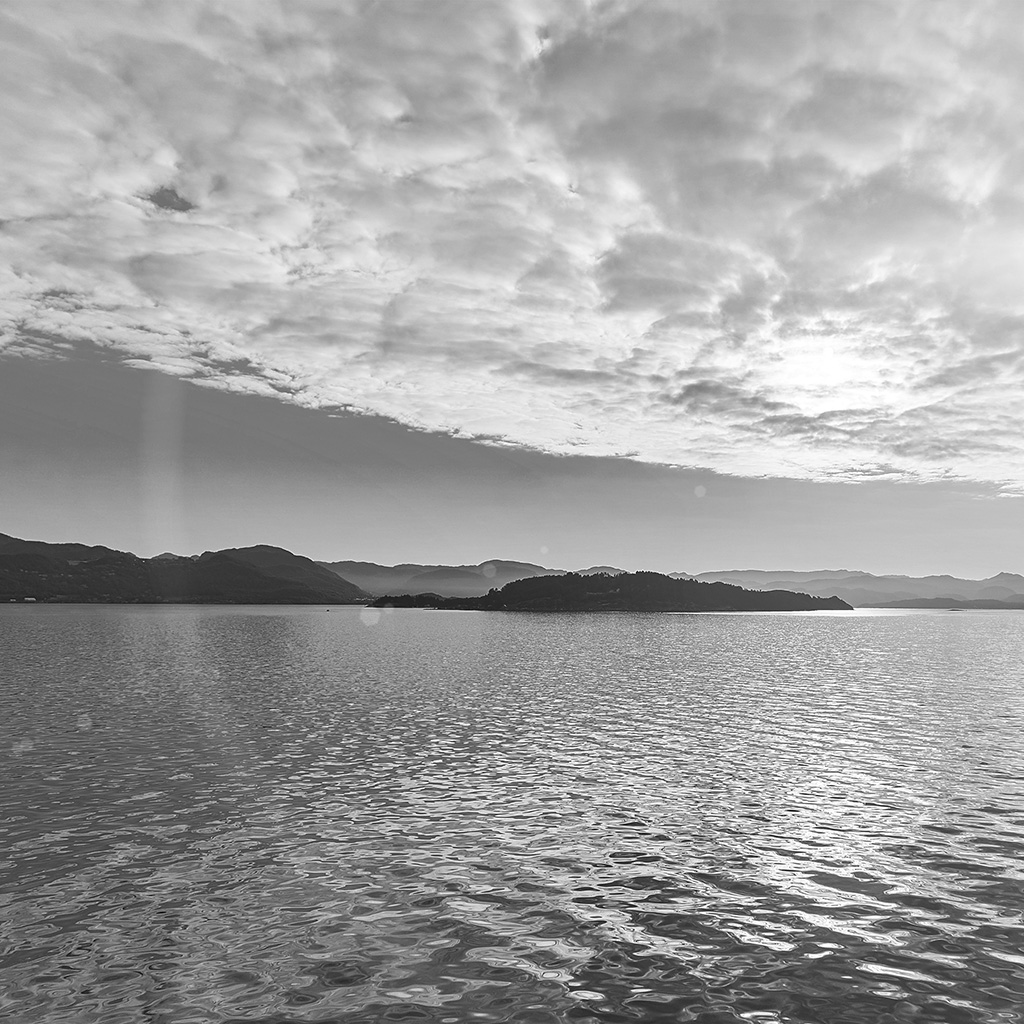 android-wallpaper-my56-lake-mountain-summer-nature-blue-healing-cloud-bw-wallpaper