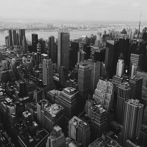 iPapers.co-Apple-iPhone-iPad-Macbook-iMac-wallpaper-mz14-cityview-sky-newyork-hm-river-bw-dark-wallpaper