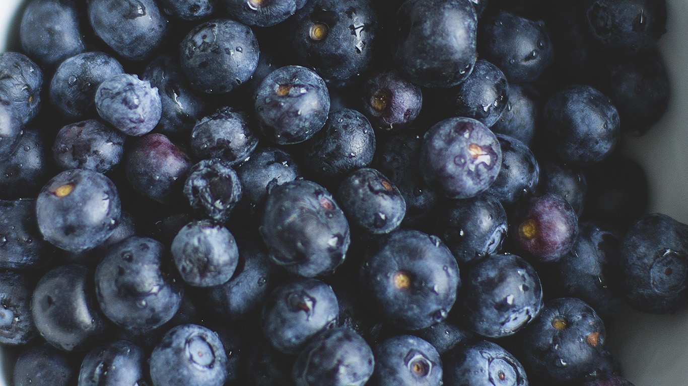 desktop-wallpaper-laptop-mac-macbook-air-na76-blue-berry-healthy-fruit-eat-food-nature-wallpaper