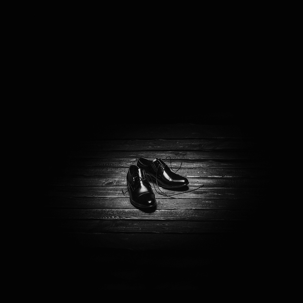 wallpaper-na89-dark-shoe-minimal-bw-wallpaper