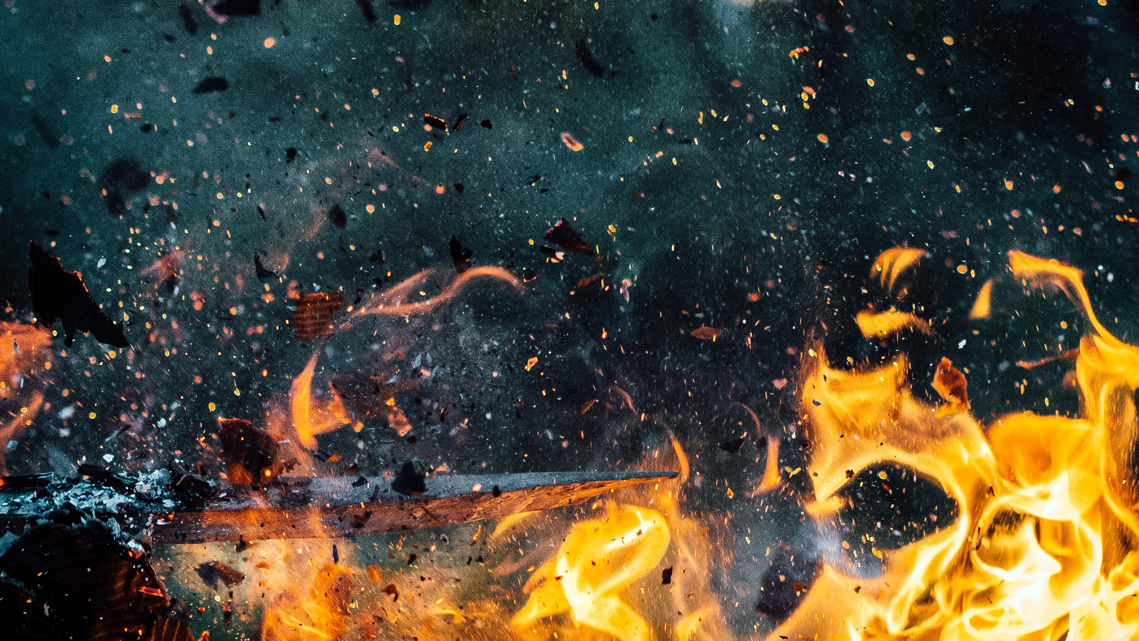 Na94 Wood Explosion Fire Art Wallpaper