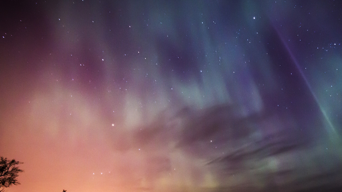 desktop-wallpaper-laptop-mac-macbook-air-nb50-sky-aurora-night-stars-wonderful-wallpaper
