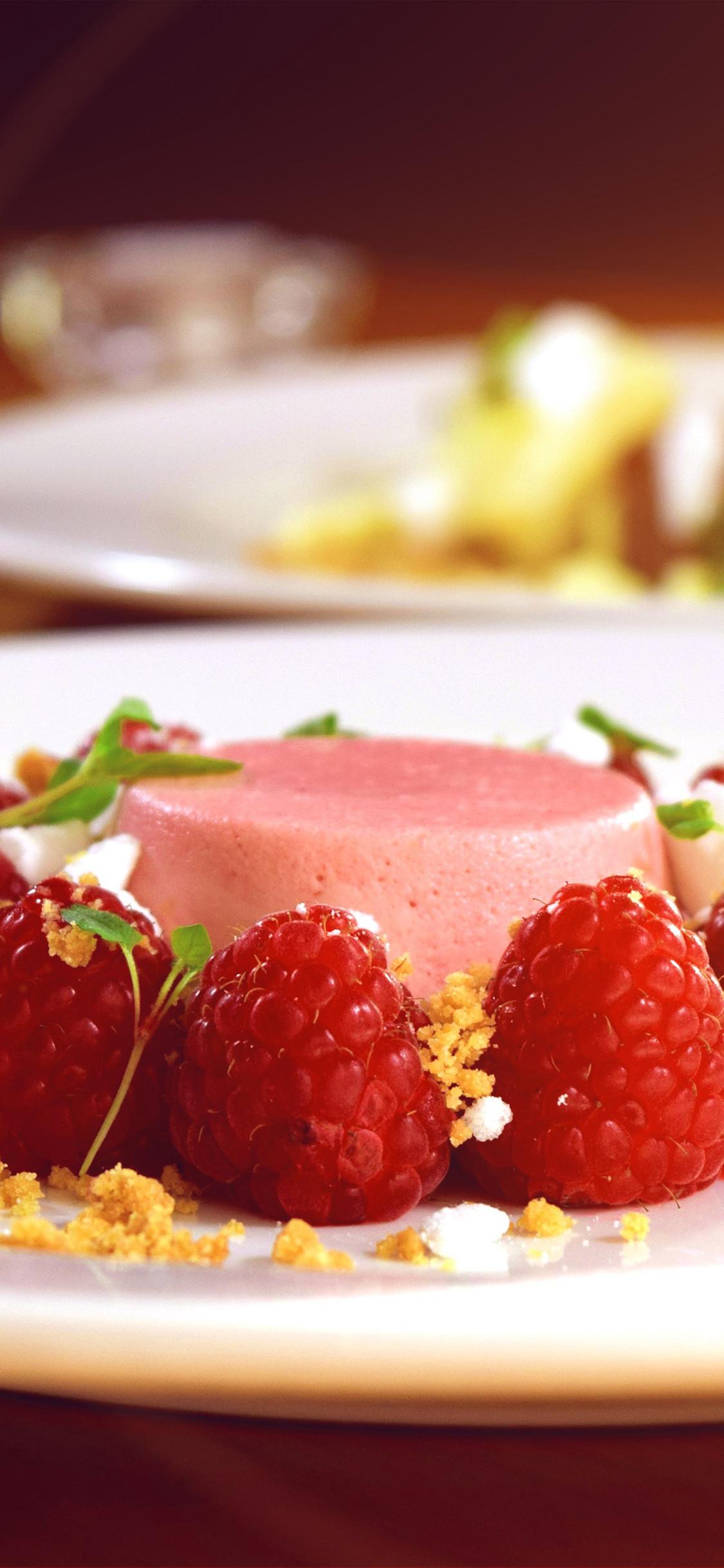 iPhoneXpapers.com-Apple-iPhone-wallpaper-nb57-food-stylist-dessert-berry-cake-bokeh-flare