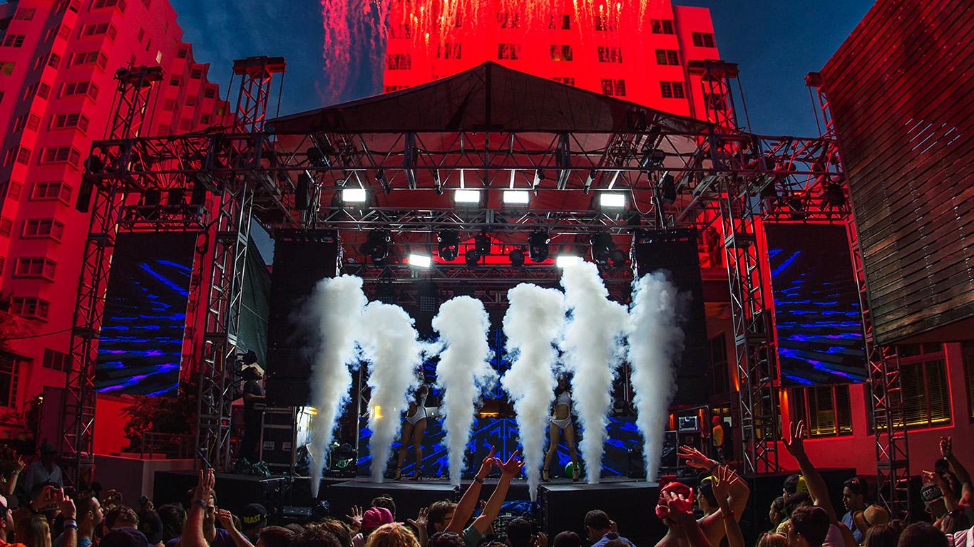 desktop-wallpaper-laptop-mac-macbook-air-nc52-party-show-concert-people-wallpaper