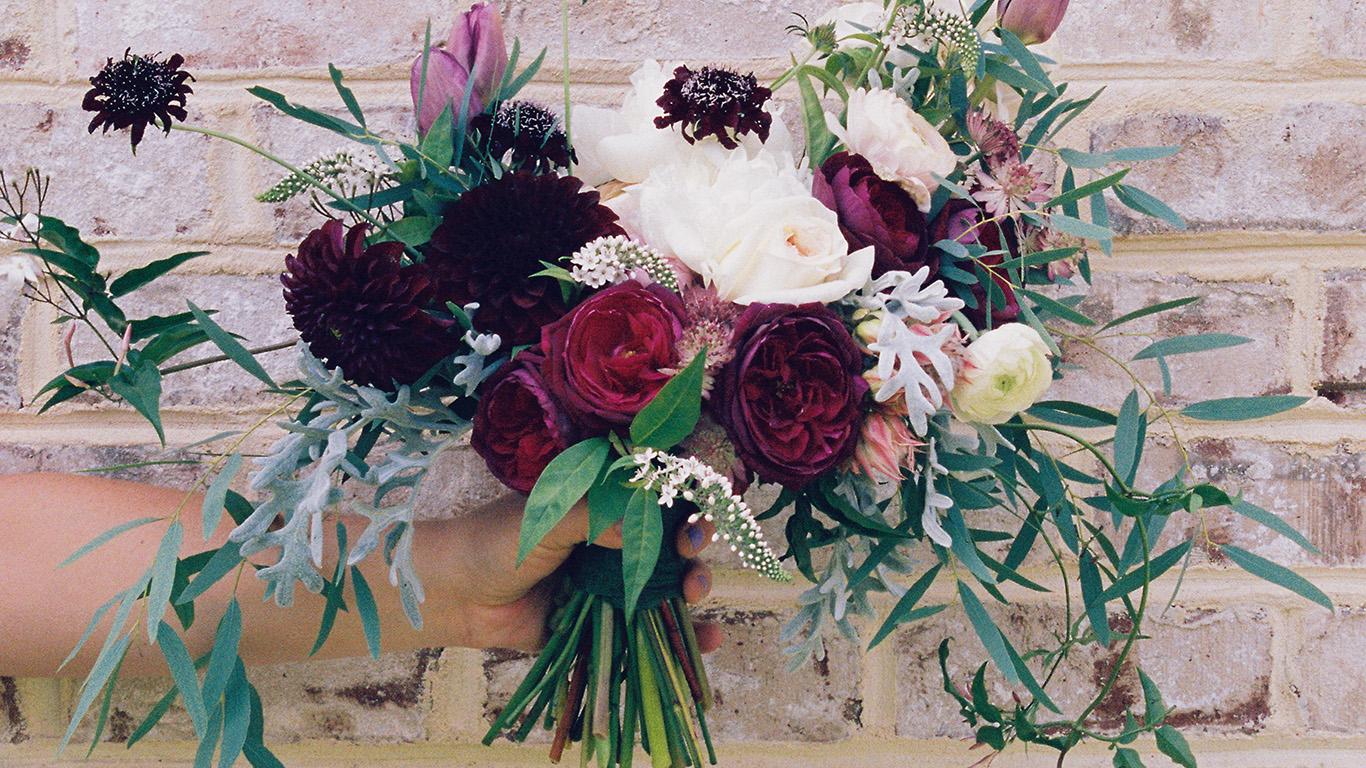 desktop-wallpaper-laptop-mac-macbook-air-nc62-flower-hand-spring-art-wallpaper