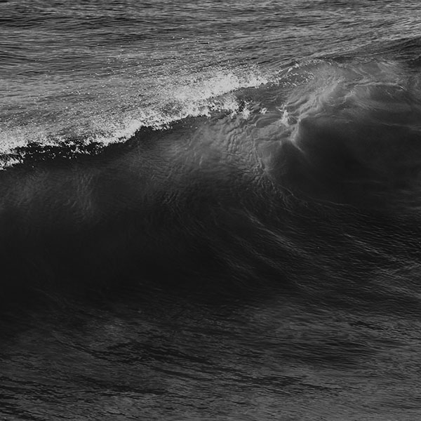 iPapers.co-Apple-iPhone-iPad-Macbook-iMac-wallpaper-nd26-wave-sea-ocean-summer-dark-bw-wallpaper