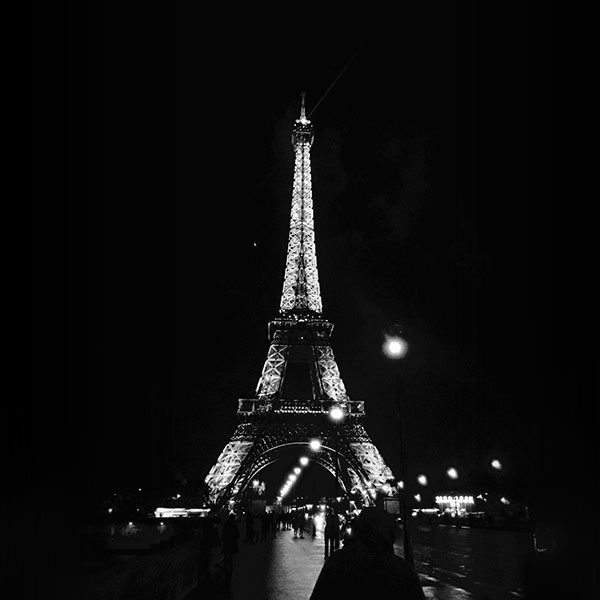 iPapers.co-Apple-iPhone-iPad-Macbook-iMac-wallpaper-nd29-paris-city-art-night-france-eiffel-tower-dark-bw-wallpaper