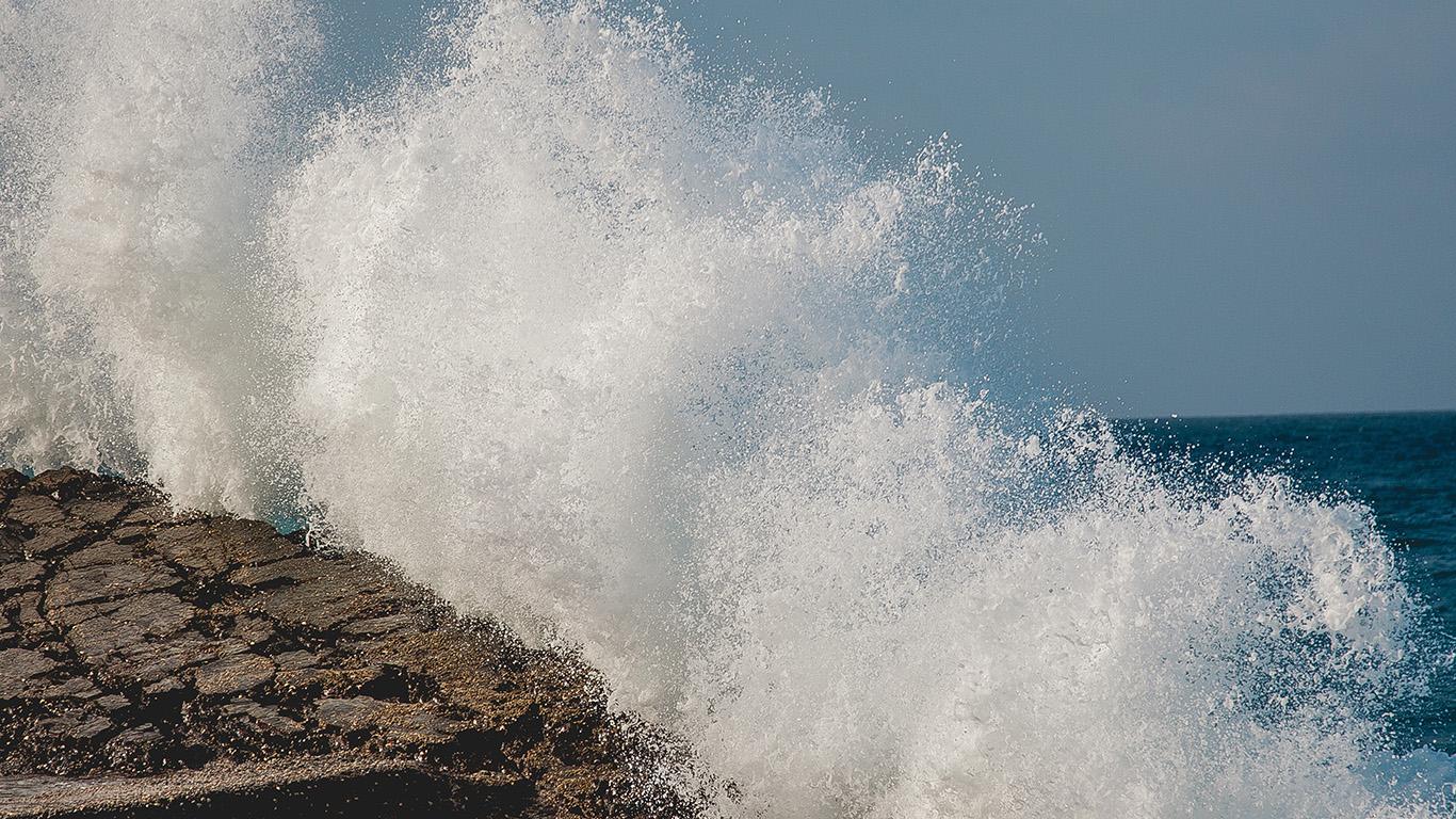 desktop-wallpaper-laptop-mac-macbook-air-ne15-wave-summer-cool-sea-rock-nature-blue-wallpaper