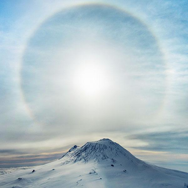 iPapers.co-Apple-iPhone-iPad-Macbook-iMac-wallpaper-ne32-mountain-wonderful-snow-winter-halo-sky-blue-wallpaper