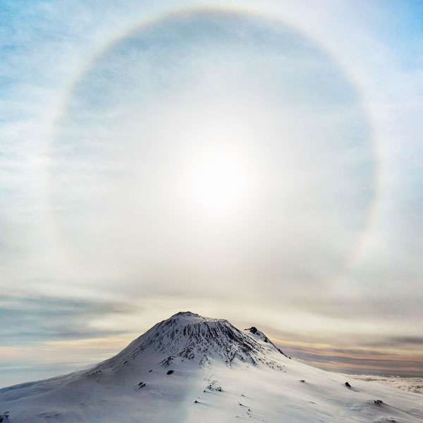 iPapers.co-Apple-iPhone-iPad-Macbook-iMac-wallpaper-ne33-mountain-wonderful-snow-winter-halo-sky-white-wallpaper