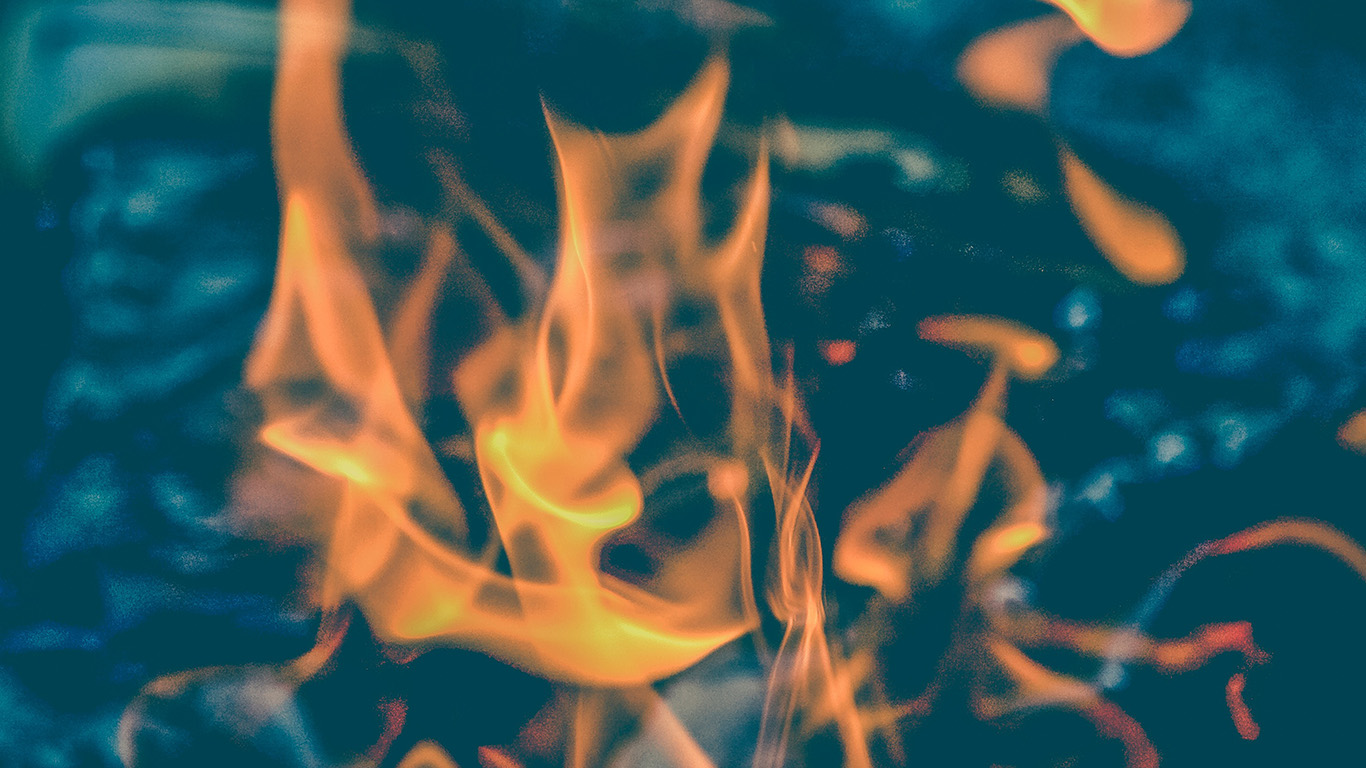 desktop-wallpaper-laptop-mac-macbook-air-ne42-fire-zoom-closeup-camping-night-fun-bokeh-wallpaper