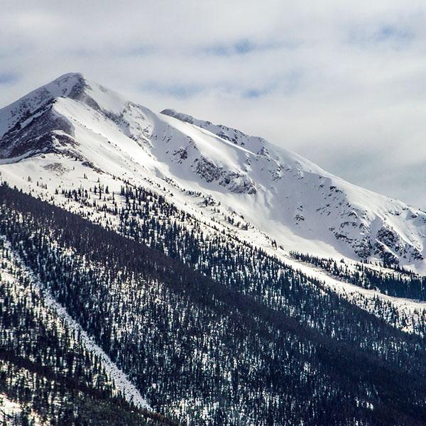 iPapers.co-Apple-iPhone-iPad-Macbook-iMac-wallpaper-nf24-snow-landscape-mountain-winter-wonderful-blue-wallpaper