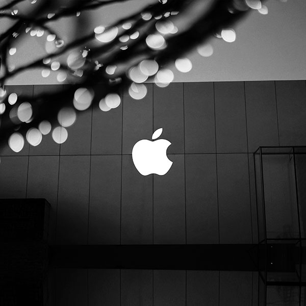 iPapers.co-Apple-iPhone-iPad-Macbook-iMac-wallpaper-ng09-apple-logo-bw-dark-wallpaper