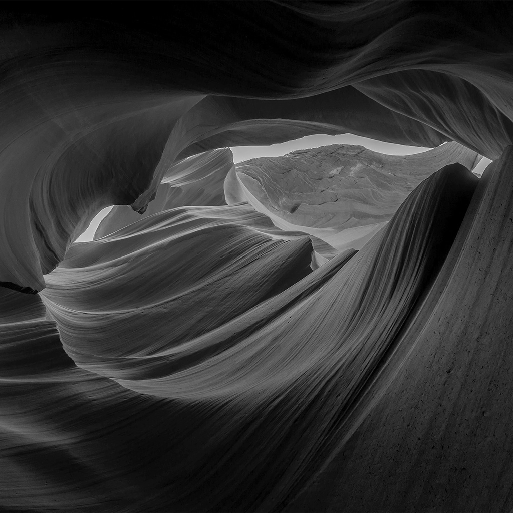 wallpaper-ng73-dark-inside-mountain-red-rock-nature-bw-wallpaper