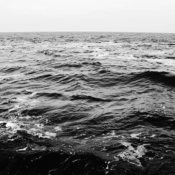iPapers.co-Apple-iPhone-iPad-Macbook-iMac-wallpaper-ng88-sea-water-beach-nature-bw-dark-wave-wallpaper