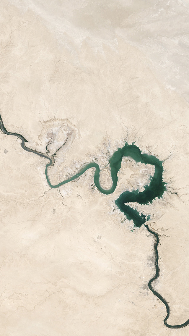 freeios8.com-iphone-4-5-6-plus-ipad-ios8-nh05-earthview-space-land-river-green