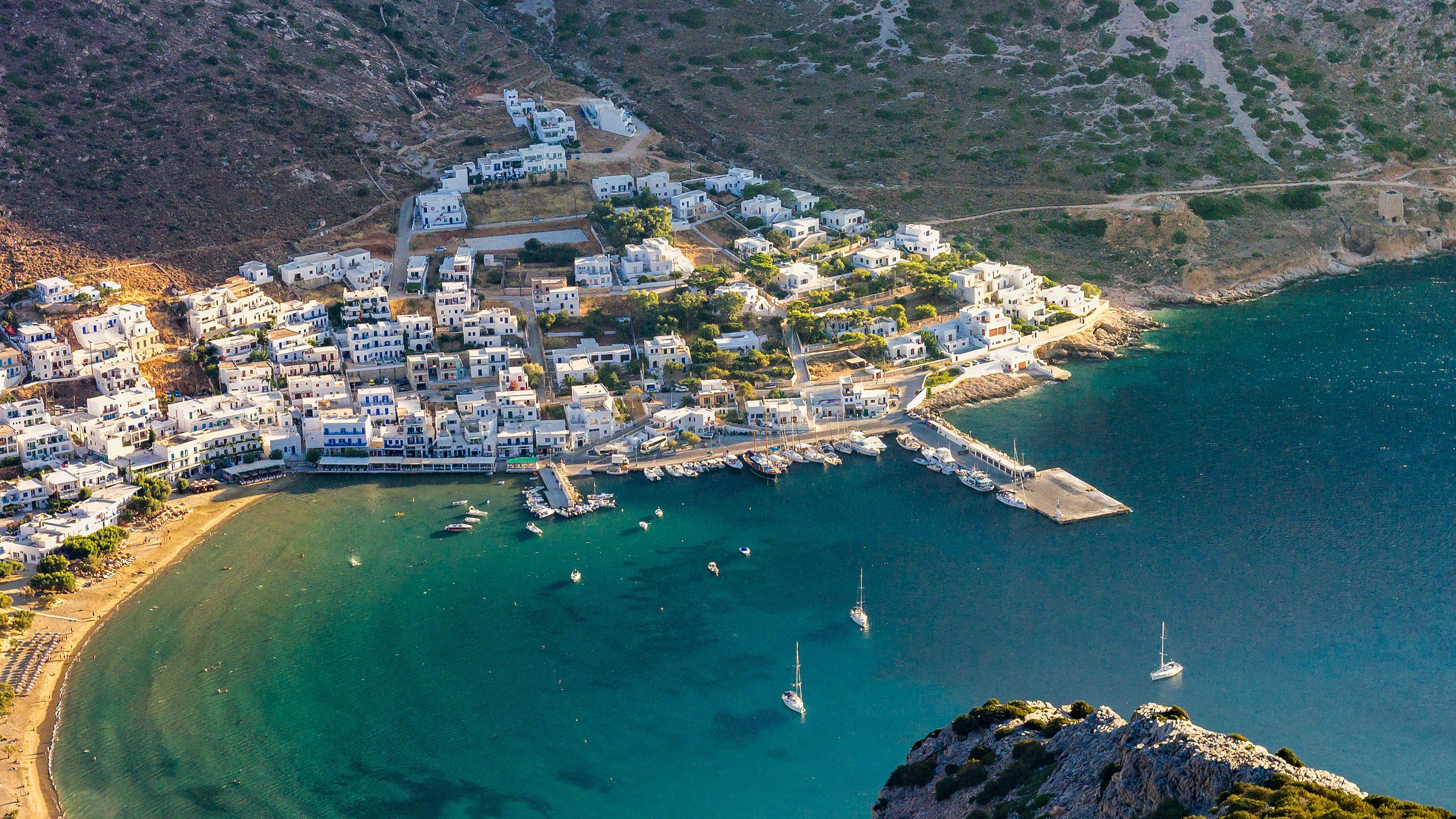 Nh18 Greece Beach Town Sea Mountain Summer Vacation Wallpaper 3840