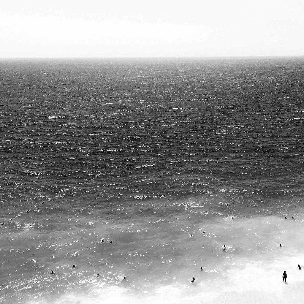 wallpaper-nh25-vacation-beach-sea-bw-summer-water-swim-dark-wallpaper