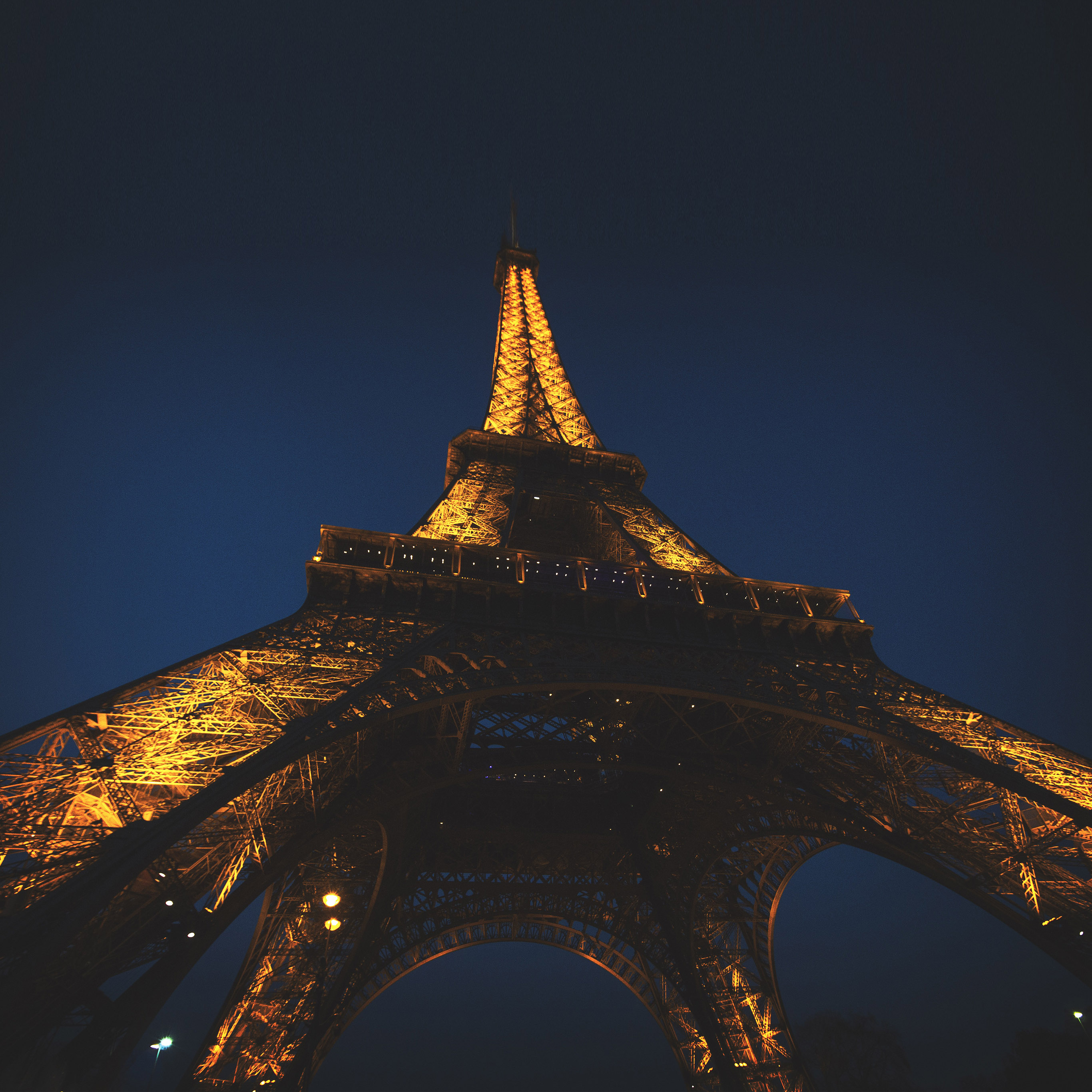 nh37-eiffel-tower-paris-france-tour-vacation-city-night-wallpaper