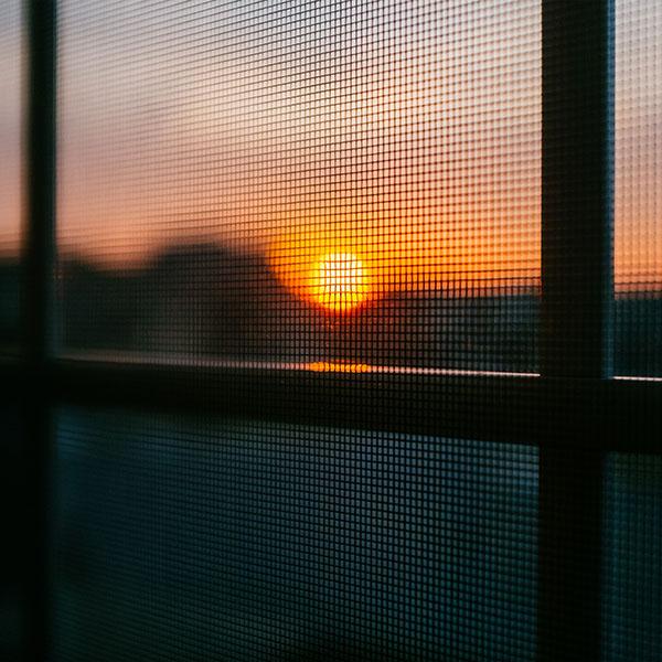 iPapers.co-Apple-iPhone-iPad-Macbook-iMac-wallpaper-nh85-sunset-window-afternoon-light-bokeh-wallpaper