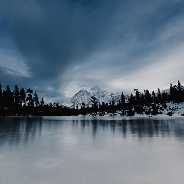 iPapers.co-Apple-iPhone-iPad-Macbook-iMac-wallpaper-ni37-frozen-lake-winter-snow-wood-forest-wallpaper