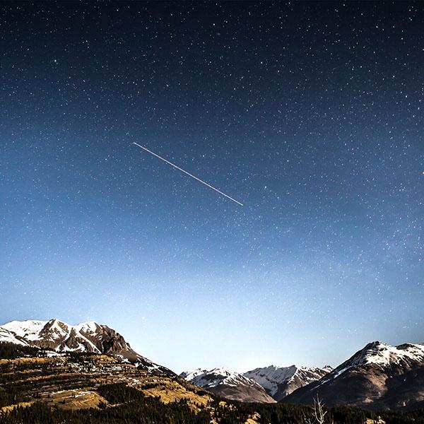 iPapers.co-Apple-iPhone-iPad-Macbook-iMac-wallpaper-ni43-shooting-star-night-sky-starry-mountain-wallpaper