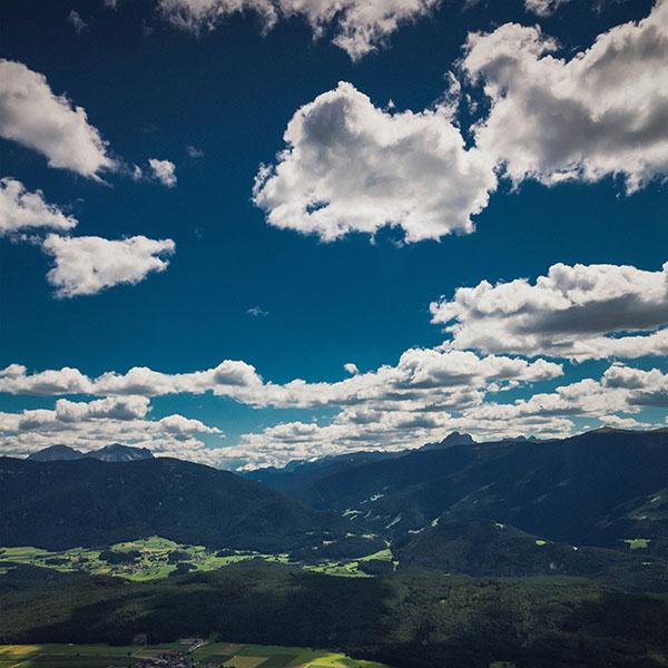 iPapers.co-Apple-iPhone-iPad-Macbook-iMac-wallpaper-ni55-nature-sky-cloud-mountain-green-summer-wallpaper