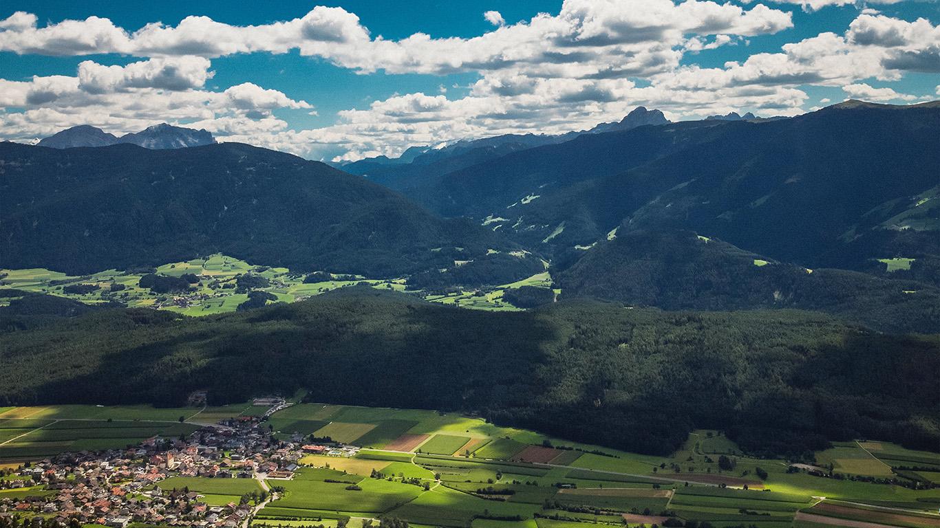 desktop-wallpaper-laptop-mac-macbook-air-ni57-nature-town-sky-cloud-mountain-green-summer-wallpaper