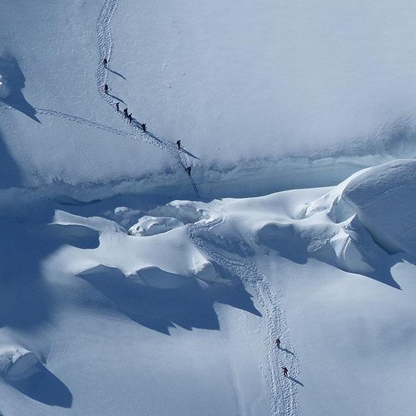 iPapers.co-Apple-iPhone-iPad-Macbook-iMac-wallpaper-nj20-snow-mountain-hiking-nature-winter-white-wallpaper