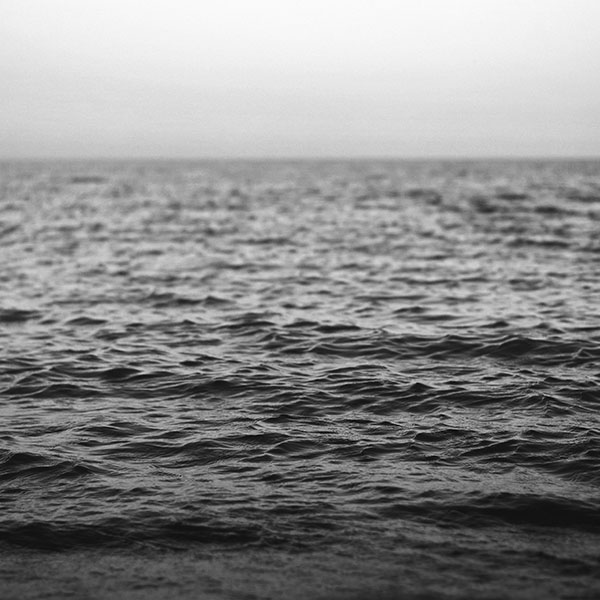 iPapers.co-Apple-iPhone-iPad-Macbook-iMac-wallpaper-nj36-water-sea-ocean-wave-bokeh-dark-bw-wallpaper