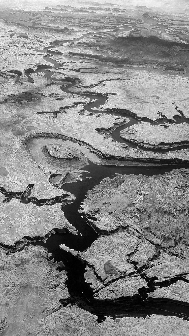 iPhone7papers.com-Apple-iPhone7-iphone7plus-wallpaper-nl14-earthview-land-river-curve-nauture-bw-dark